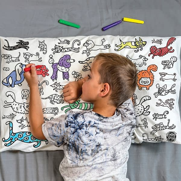Colour-in-Cats-Dogs-pillowcase-