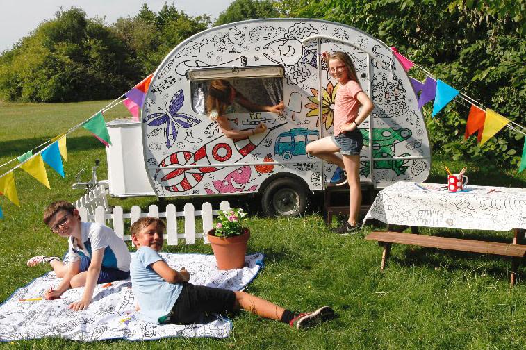 Eggnogg Colour-in Caravan - exterior - 4 kids